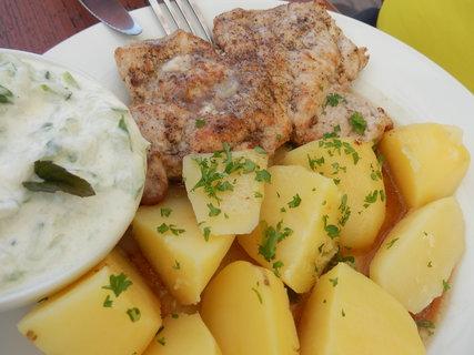 FOTKA - přírodní plátek, brambor, tzatziky