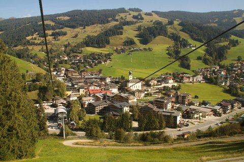FOTKA - Schattberg - Pohled na Saalbach z lanovky