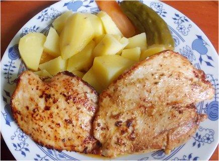 FOTKA - kuřecí prsa na grilu, brambory, včera