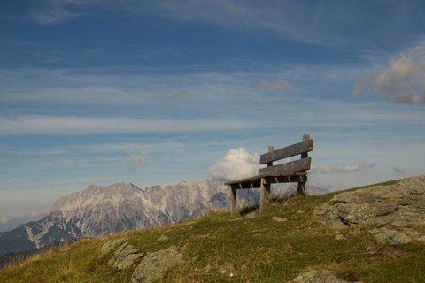 FOTKA - Schattberg - Lavička na kopci