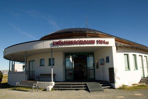 FOTKA - Zwölferkogel - Horní stanice lanovky v 1984 m