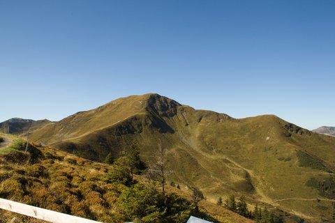 FOTKA - Zwölferkogel - Pohled na hory na konci údolí