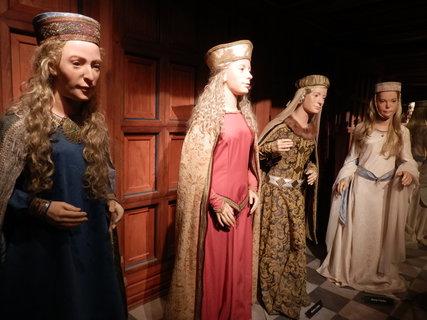 FOTKA - manželky Karla IV. -Muzeum voskových figurín v Praze