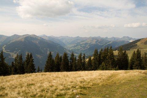 FOTKA - Z Asitz na Geierkogel - Pohled k Saalbachu