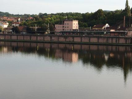 FOTKA - Pohled přes Labe na nádraží