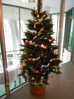 FOTKA - Vánoční stromeček s papírovým řetězem