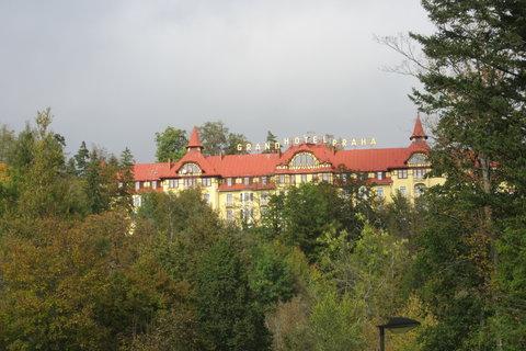 FOTKA - park  a hotel Praha v Tatranské Lomnici