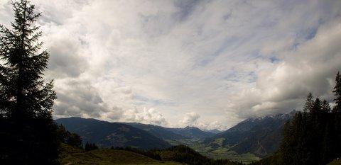 FOTKA - Poslední letošní výšlap na Steinalm - Nad Leogangem se zatahuje
