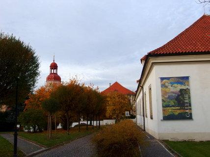 FOTKA - Zeleň (červeň) u galerie