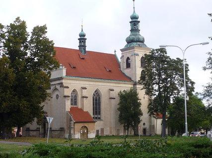 FOTKA - bok kostela ve Smečně