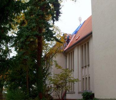 FOTKA - Oprava střechy - evangelický kostel z 1909 (arch.Otto Kuhlmann)