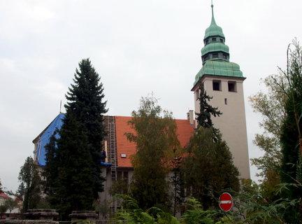 FOTKA - Evangelický kostel - opravuje se střecha