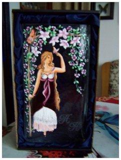 FOTKA - dcera mi namalovala zajímavou čtyřhrannou vázu, samozřejmě s motýlem