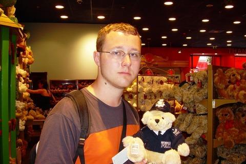 FOTKA - V Hamley´s - medvídek bobies
