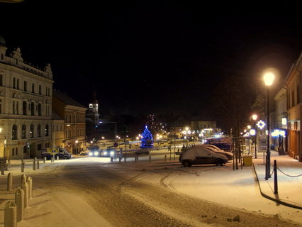 FOTKA - Tak vypadá náměstí večer