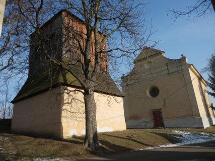 FOTKA - zvonice a kostel sv. Jakuba v obci Řisuty,