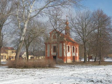 FOTKA - Třebíz - kostel na návsi
