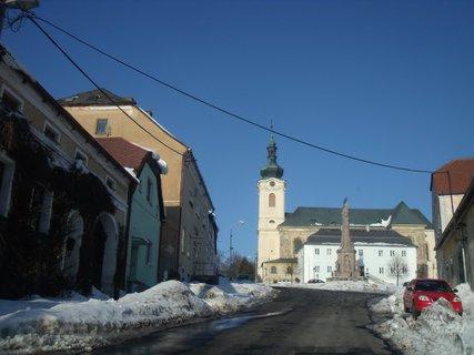 FOTKA - Ve městě je hodně sněhu