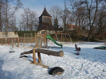 FOTKA - dětské hřiště  pod zvoničkou v Tuřanech