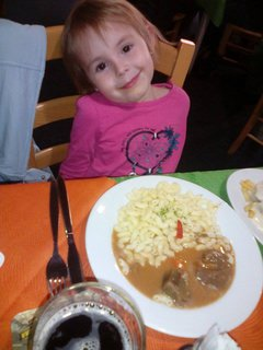 FOTKA - Adrianka a papání .. na meníčku