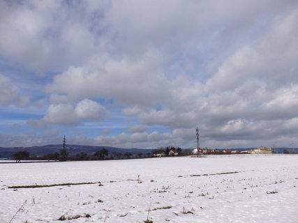 FOTKA - sníh mizí i na louce