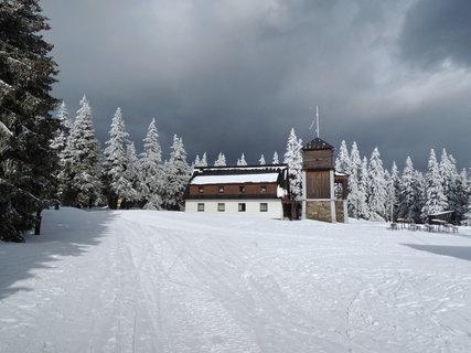 FOTKA - mrazivá pohoda na Černý hoře s černou oblohou