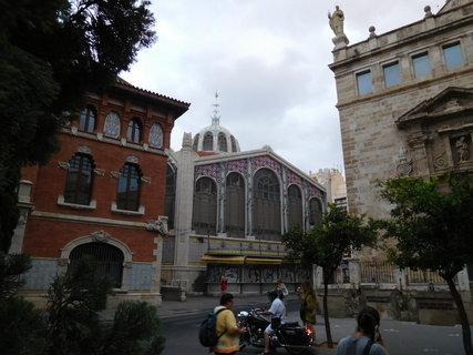 FOTKA - Budova tržnice s kopulí na střeše