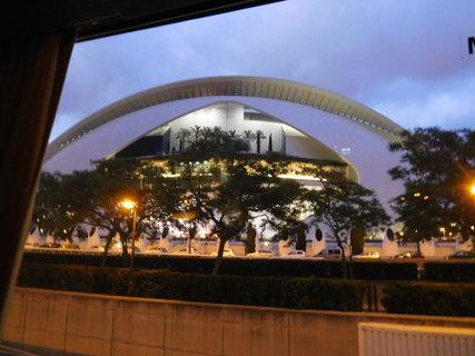 FOTKA - Město umění a věd - reprezentativní národní muzeum (vybudované 1991-2005). Dílo architekta Santiaga Calatravy. Z nedostatku času jsme ho nemohli navštívit.