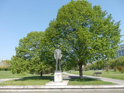 FOTKA - socha J. Wolkera - park Přátelství na pražském Proseku