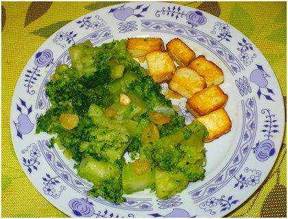 FOTKA - Brokolice na česneku, uzené tofu