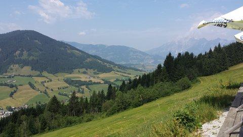 FOTKA - Procházka na Grammlergut -  Pohled z terasy do údolí