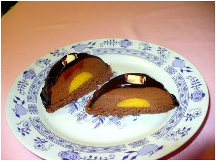 FOTKA - Rozkrojená čokopěna s mangovou náplní