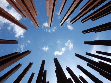 FOTKA - památník obětem železné opony Brána ke svobodě (více zde: http://www.chytrazena.cz/brana-svobody-u-mikulova-39380.html )
