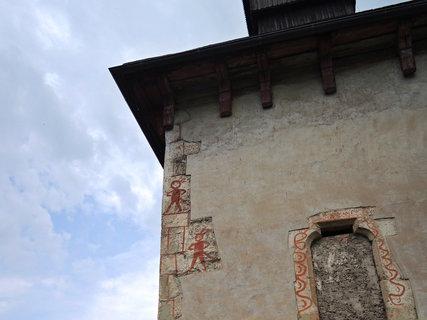 FOTKA - Kdo je to?? čerti, rytíři, mimozemšťané...malba byla objevena 1955 při rekonstrukci omítky kostela