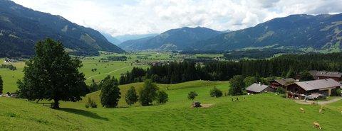 FOTKA - Jezero Ritzensee a vyhlídka Kühbühel - Pohled směrem Zell am See