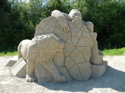 FOTKA - letošní sochy z písku v Lednici jsou na téma Afrika