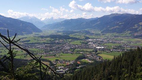 FOTKA - Výšlap na Steinalm - Pohled na údolí Saalfeldenu