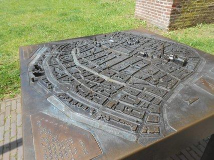 FOTKA - kovový model města