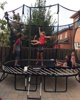 FOTKA - řádění na trampolíně
