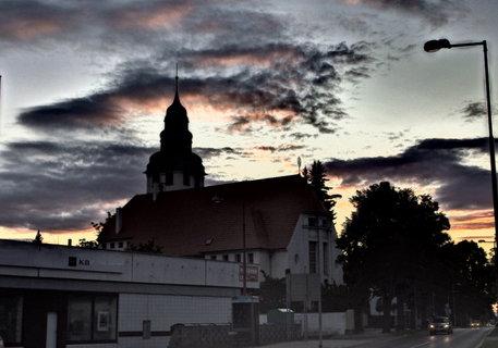 FOTKA - Západ slunce s kostelem