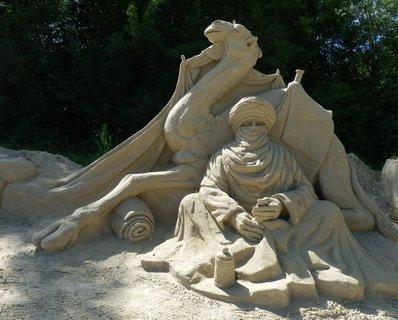 FOTKA - nomád, sochy z písku, v létě  v Lednici