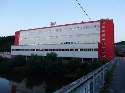 FOTKA - JAWA se dočkala nové fasády