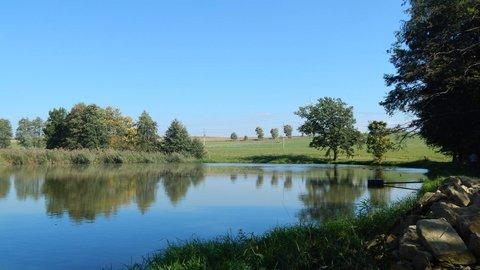 FOTKA - zastávka u rybníku