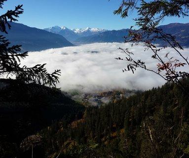 FOTKA - Podzimní procházka na Steinalm - Mlha nad Saalfeldenem