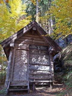 FOTKA - Podzimní procházka na Steinalm - Lesní kaplička