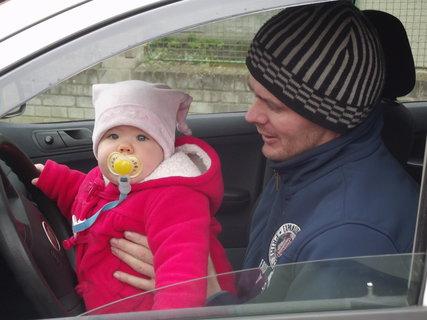 FOTKA - řídím s tátou