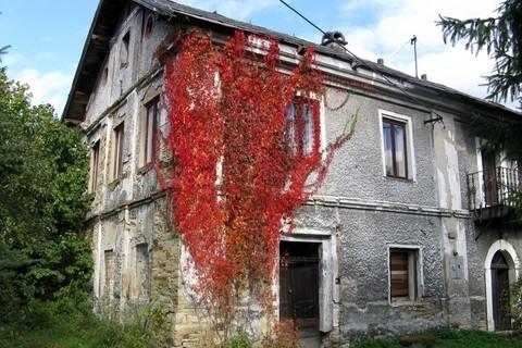 FOTKA - červený  roh usedlosti