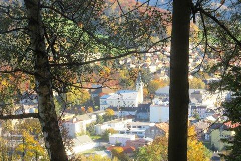 FOTKA - pohled od lázní do města