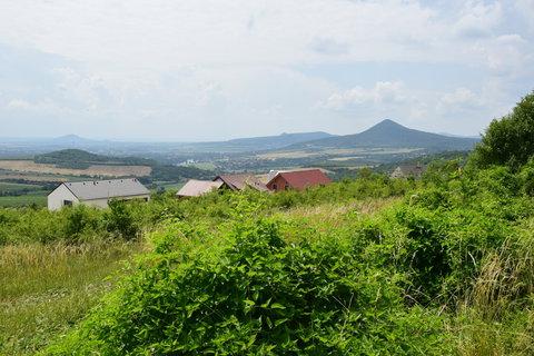 FOTKA - Výhled od Kamýku, vpravo Milešovka
