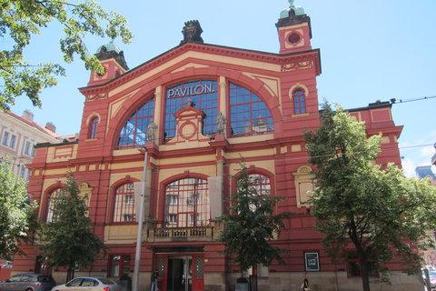 FOTKA - Vinohradskou ulicí - průčelí Vinohradské tržnice